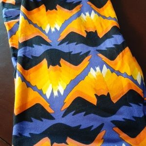 NWOT Lularoe OS Bat Leggings